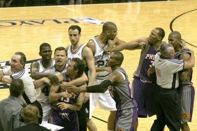 Basketball-fight-spurs-against-suns