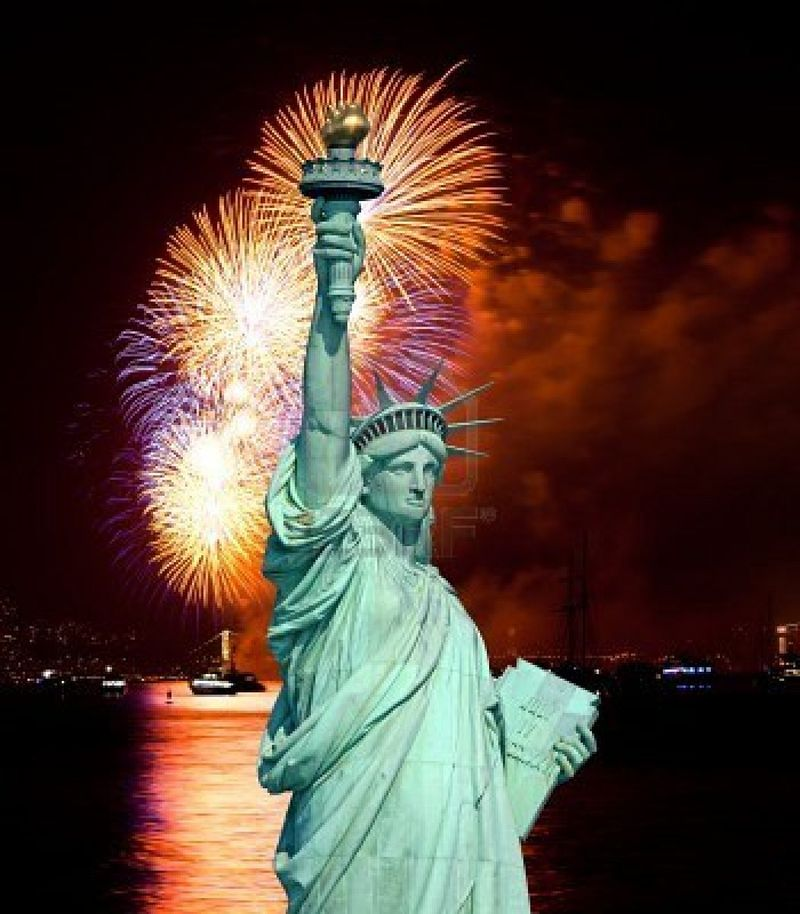 7537384-the-statue-of-liberty-and-july-4th-fireworks-over-hudson-river